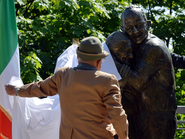 Italian Luigi Peduto, 90, uncovers the monument of his love story during the opening ceremony in Kiev. —AFP Photo