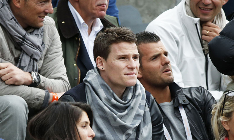 Paris Saint-Germain's French forward Kevin Gameiro (C) attends the French Tennis Open match between Canada's Milos Raonic and France's Michael Llodra at the Roland Garros stadium in Paris, on May 29, 2013. —AFP Photo