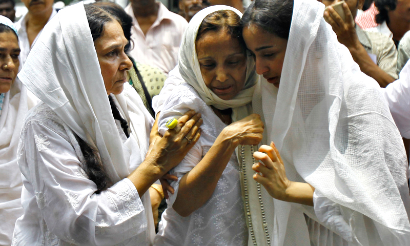 Relatives of Bollywood actress Jiah Khan mourn during her funeral in Mumbai, India, Wednesday, June 5, 2013.— AP Photo