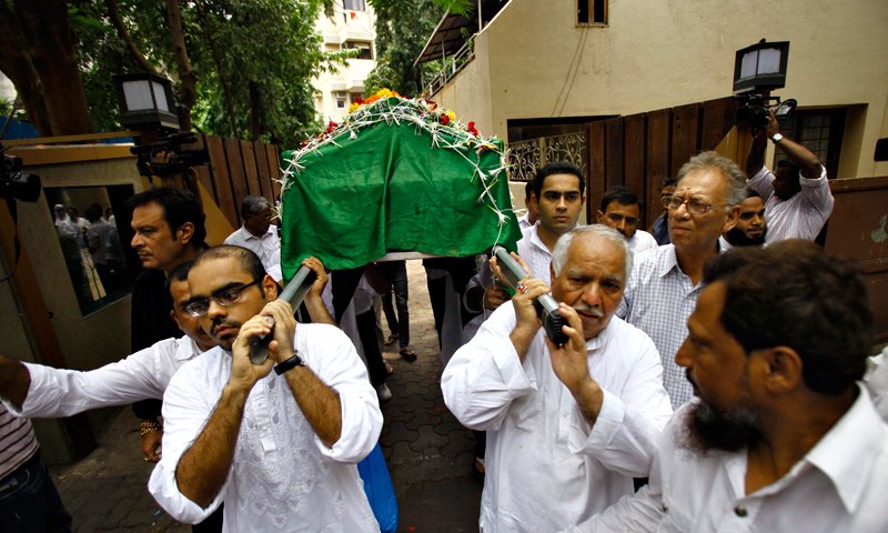 Friends and relatives carry a coffin containing the body of Bollywood actress Jiah Khan during her funeral in Mumbai, India, Wednesday, June 5, 2013. — AP Photo
