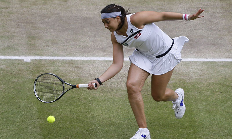 Bartoli comes to net in a dominant first set performance