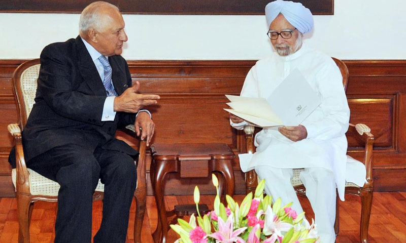 Special Envoy of the Prime Minister of Pakistan, Ambassador Shaharyar M. Khan called on Prime Minister of India Dr. Manmohan Singh on July 5, 2013 and delivered a letter from Prime Minister Muhammad Nawaz Sharif. — Online Photo