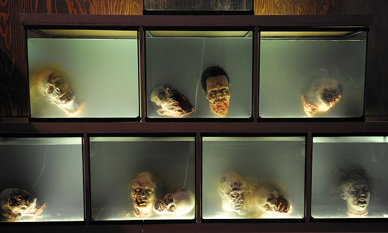 """Walker"" heads float in fish tanks at AMC's ""The Walking Dead"" booth during the Preview Night event on Day 1 of the 2013 Comic-Con International Convention.—Photo by AP"