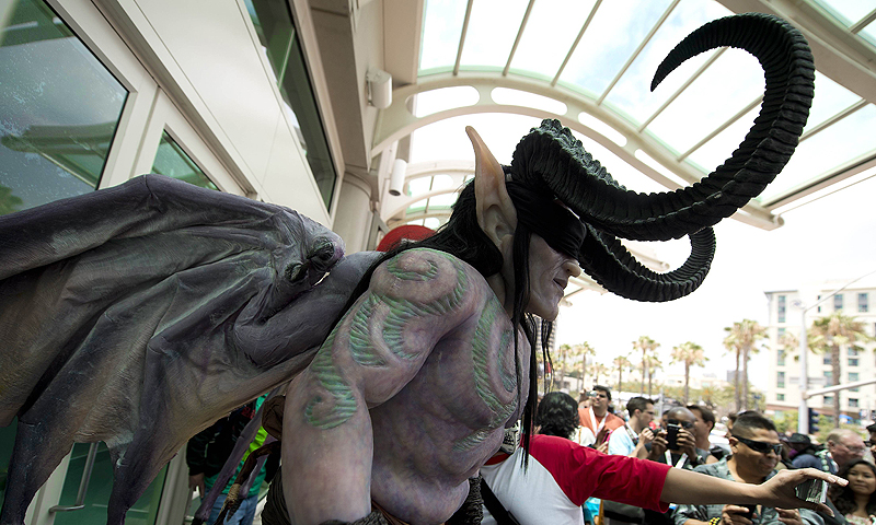 An attendee in an elaborate costume makes his way through a crowd outside the Comic-Con International 2013 at the San Diego Convention Center  in San Diego California. Comic-Con is a four-day geekfest of pop culture attended by some 130,000 devotees of comic books, movies and TV shows -- many dressed up in the costumes of their idols.—Photo by AP