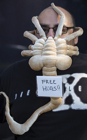 "Cosplayer Lorenzo Ramirez poses in his ""Free Face Hugger"" costume, inspired by the face huggers from the ""Alien"" movies, during the 2013 San Diego Comic-Con (SDCC) International in San Diego, California.—Photo by Reuters"