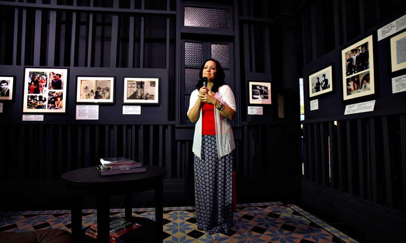 Shannon Lee, daughter of the late kung fu legend Bruce Lee, introduces her family photos at the Hong Kong Heritage Museum.  — Reuters Photo
