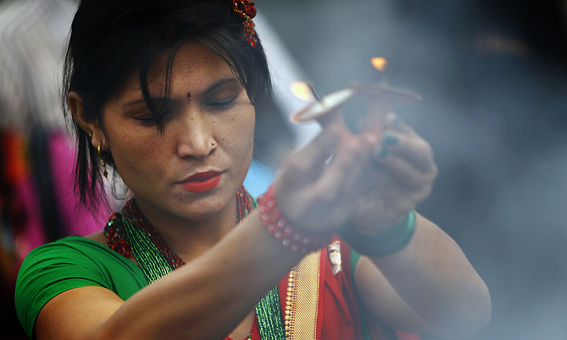 "A Nepalese Hindu devotee offers prayers at Pashupatinath temple during the first Monday of ""Shravan"" in Katmandu, Nepal.—Photo by AP"