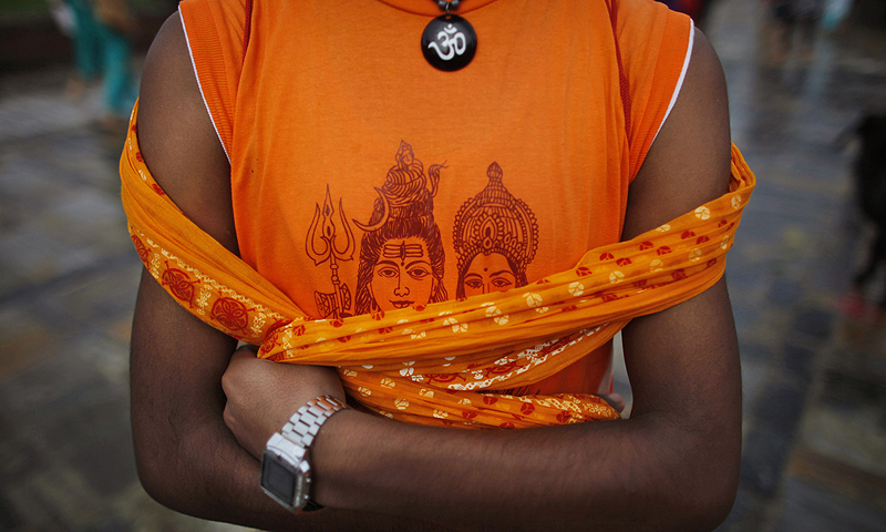 "A Nepalese devotee wears a T-shirt showing Hindu Lord Shiva and Goddess Parvati during the first Monday of ""Shravan"" at Pashupatinath temple in Katmandu, Nepal.—Photo by AP"