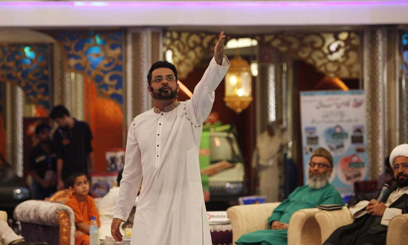 """Aamir Liaquat Hussain, host of the Geo TV channel programme """"Amaan Ramazan"""", gestures during a live show in Karachi July 26, 2013. — Photo by Reuters"""