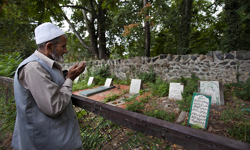 """The government of Kashmir has rejected wide-scale DNA testing of bodies in thousands of unmarked graves despite pleas by the families of those who disappeared during two decades of fighting in the restive region. The Tombstone reads, """"unidentified fifteen year old boy shot and killed by Border Security Force soldiers on 5th September 2003.""""—Photo by AP"""
