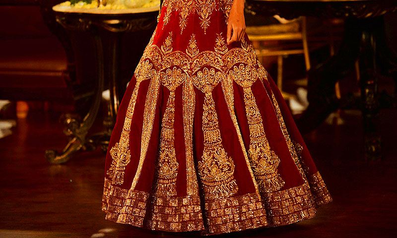 A model presents a creation by Indian fashion designer Manish Malhotra during the Grand Finale of PCJ Delhi Couture Week 2013.—Photo by AFP