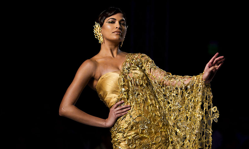 A model displays a creation by designer Gaurav Gupta during the Delhi Couture Week in New Delhi.—Photo by AP