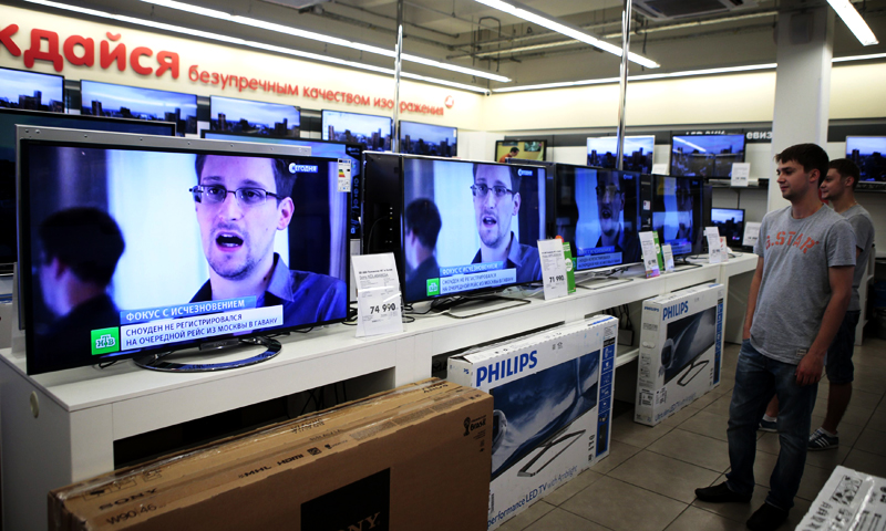 Television screens show former US spy agency contractor Edward Snowden during a news bulletin at an electronics store in Moscow June 25, 2013. — Reuters Photo