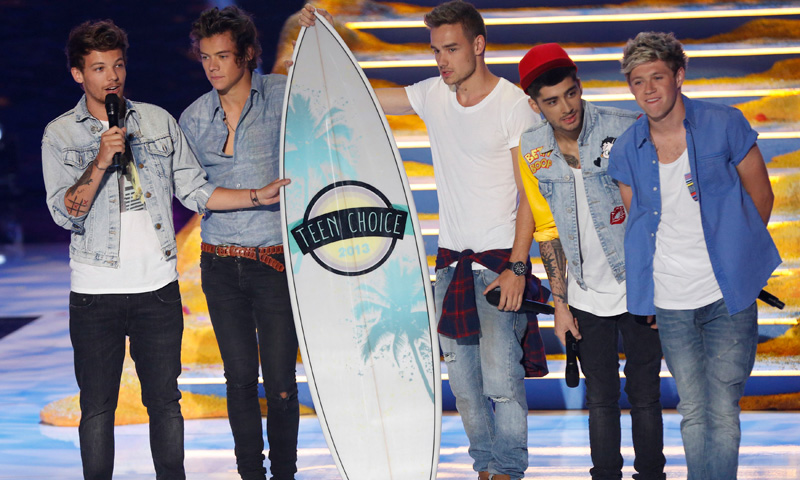 English boy band One Direction symbolically accepts four awards.