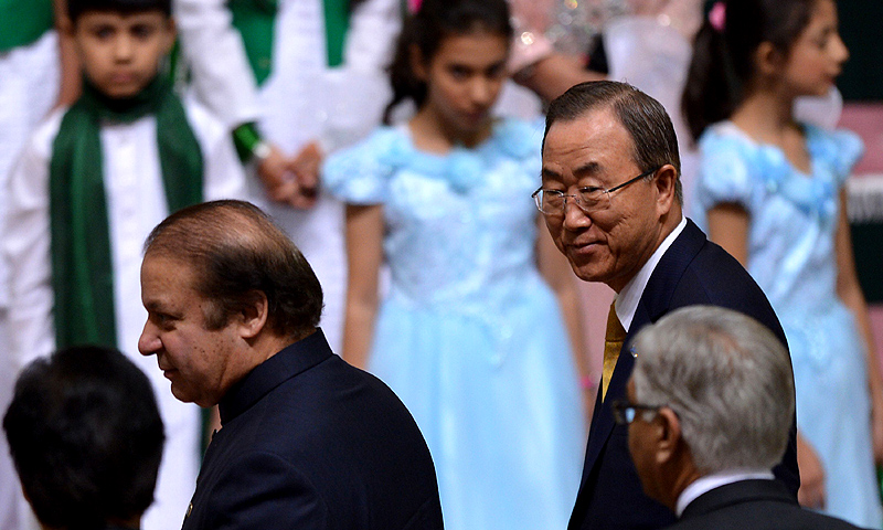 Pakistani Prime Minister Nawaz Sharif (L) leaves with UN Secretary-General Ban Ki-moon (R) after ceremony to mark the country's Independence Day in Islamabad. -Photo by AFP