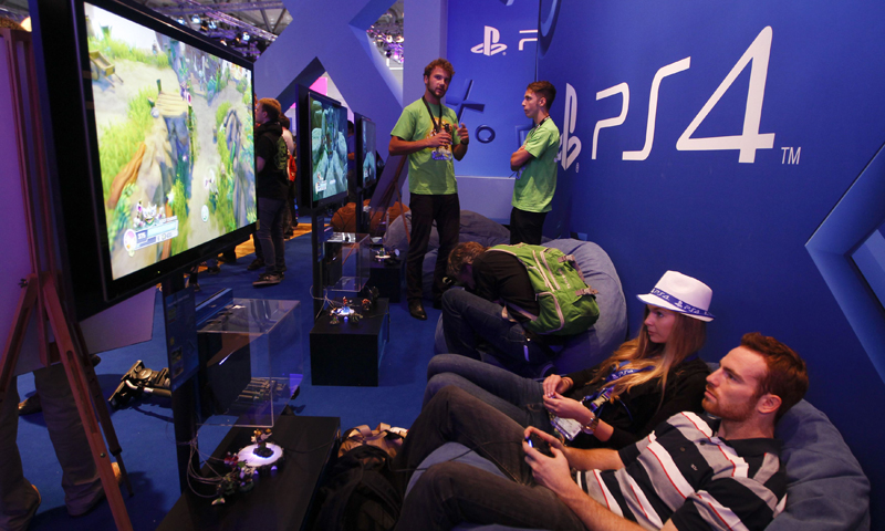 Exhibition Stand Entertainment : Slideshow gamescom day dawn