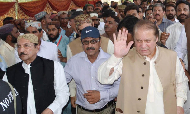 Prime Minister Nawaz Sharif on his arrival at Qadir Pur to visit the flood affected areas. — Photo by INP
