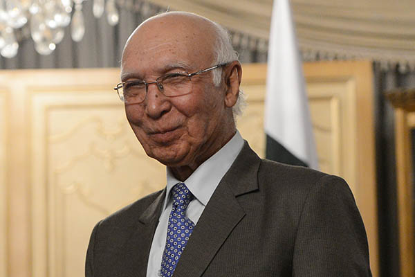 Sartaj Aziz, adviser to Pakistan's Prime Minister Nawaz Sharif on foreign affairs, met with Indian High Commissioner, Raghavan at the Foreign Office in Islamabad - File Photo/AFP