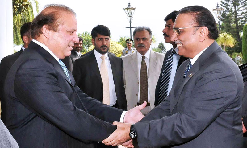 Prime Minister Nawaz Sharif greets President Asif Ali Zardari on his arrival at PM House for a farewell reception hosted in the president's honour on Thursday. – APP Photo