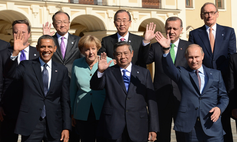 (From Left to Right, front row) US President Barack Obama, Germany's Chancellor Angela Merkel, Indonesia's President Susilo Bambang Yudhoyono, Russia's President Vladimir Putin, (From Left to Right back row) British Prime Minister David Cameron, World Bank President Jim Yong Kim, United Nations Secretary General Ban Ki-moon, Turkey's Prime Minister Recep Tayyip Erdogan and Australia