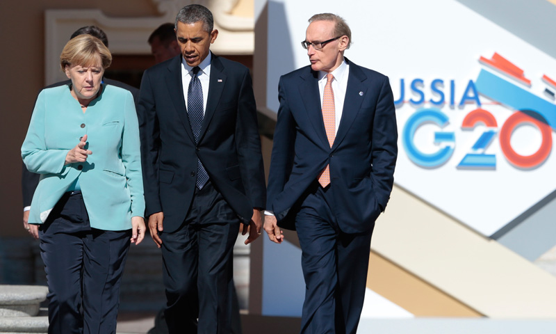U.S. President Barack Obama (Center) walks with Germany's Chancellor Angela Merkel, (Left) and Australian Foreign Minister Bob Carr. –Photo by AP