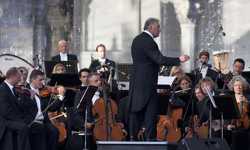 Indian-born orchestra conductor Zubin Mehta conducts the Bavarian State Orchestra, during the Ehsaas-e-Kashmir (Feelings for Kashmir) concert at Shalimar Garden on the outskirts of Srinagar, India, Saturday, Sept. 7, 2013. — Photo by AP