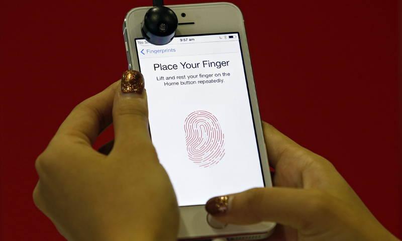 Hackers offered cash, booze to crack iPhone fingerprint security
