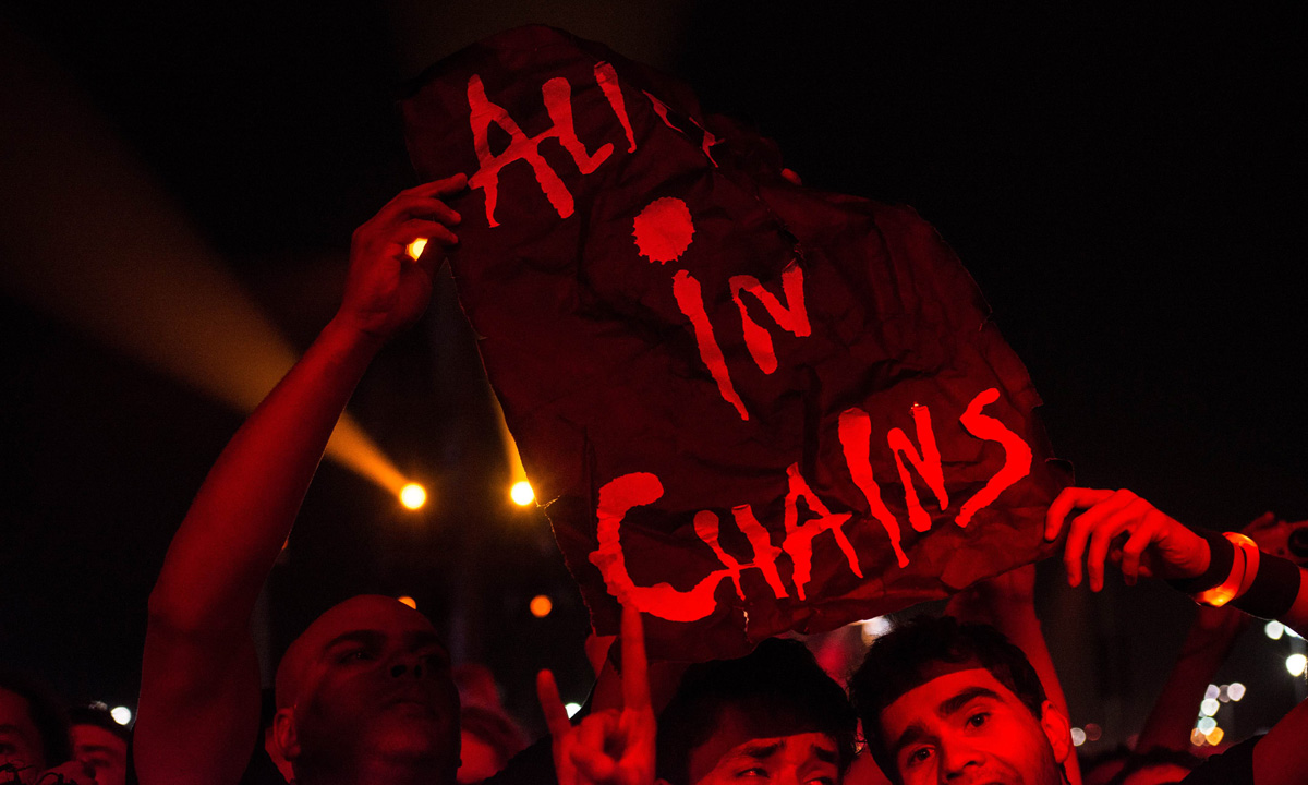 Alice in Chains fans are seen cheering on their favourite band.