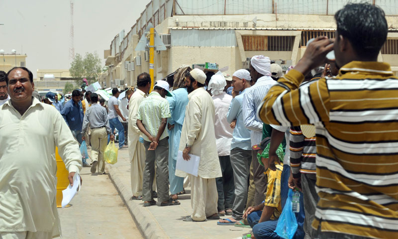 Foreign illegal laborers wait in a queue at the Saudi immigration offices at al-Isha quarter in al-Khazan district west of Riyadh, in this June 30, 2013 photo.—AFP