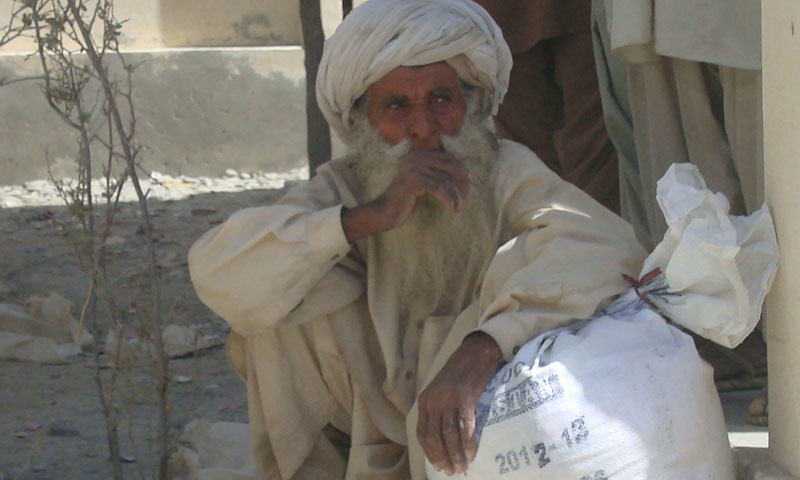 An elderly Baloch with the ration bag in Labach village. – Photo by author