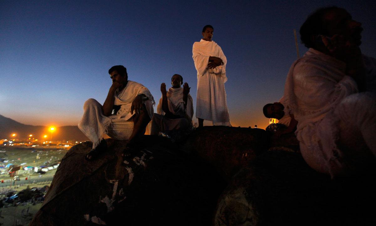 Pilgrims pray atop Mount Arafat, near the holy city of Mecca. – Photo by AP