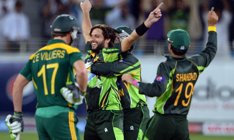 Shahid Afridi (C) celebrates with team-mates after taking South African cricketer Faf du Plessis (unseen) out for Leg Before Wicket during the second day-night international against South Africa in Dubai Cricket Stadium in Dubai. -AFP Photo