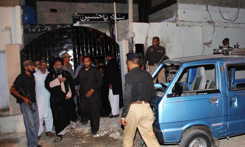 Policemen seen outside an Imambargah after twin blasts near Pahar Ganj area in Karachi's North Nazimabad on Wednesday. – Photo by Online