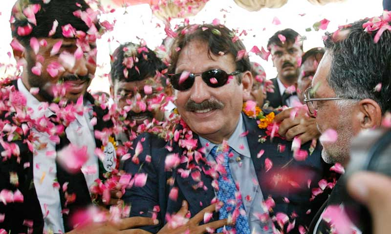 Pakistan's then suspended Chief Justice Iftikhar Chaudhry (C) arrives with his supporters in Chakwal in this June 16, 2007 file photo. —Reuters