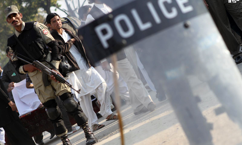 Rangers and police personnel stand guard as demonstrators of the Majlis-i-Wahdat-i-Muslimeen protest outside an imambargah in Islamabad.—Online Photo