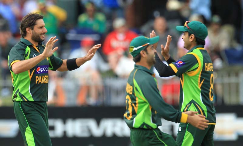 Pakistan's bowler Shahid Afridi, left, celebrates with teammates after dismissing South Africa's-batsman Quinton de Kock, for 47 runs during the 2nd One Day International cricket match at St George's Park, Port Elizabeth, South Africa. -AP Photo