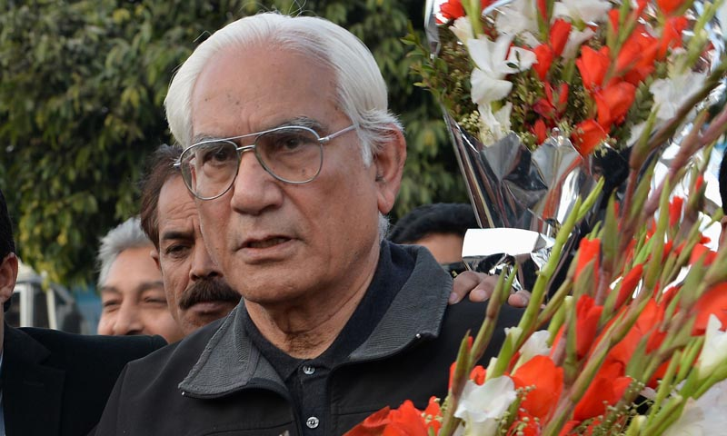 Ahmed Raza Kasuri, one of the lawyers of Pakistan's former military ruler Pervez Musharraf, arrives to place a bouquet outside the Armed Forces Institute of Cardiology in Rawalpindi on January 3, 2014, where Musharraf is being treated. — Photo by AFP