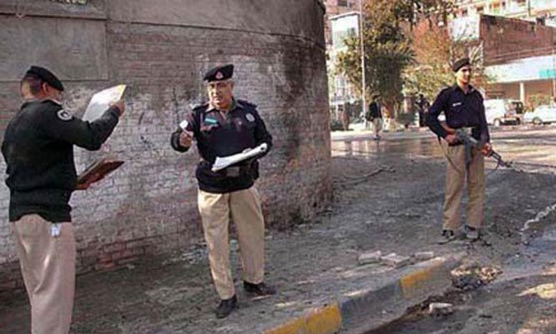 Policeman killed, four injured in Peshawar firing