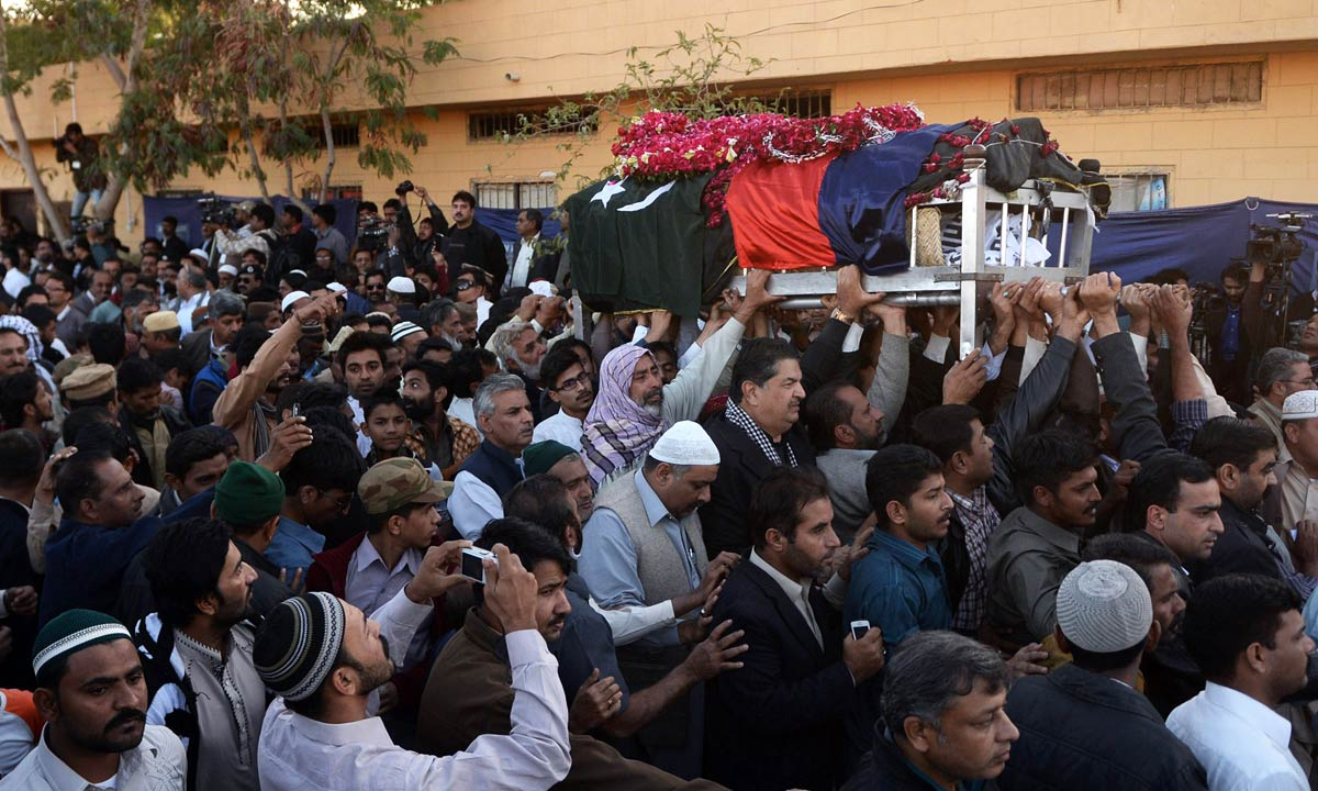 Government officials and comrades carry the coffin of police officer Chaudhry Aslam during his funeral in Karachi, Jan 10, 2014. — AFP