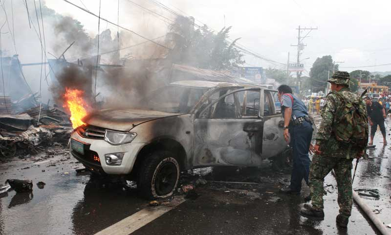 At least 10 dead as blast rocks Philippine city