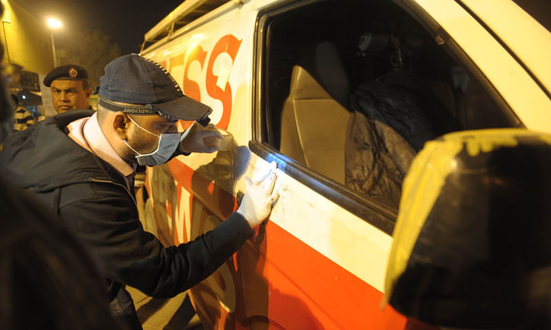 Security officials inspect a DSNG vehicle of Express News following a Taliban attack in Karachi late on January 17, 2014. – AFP Photo