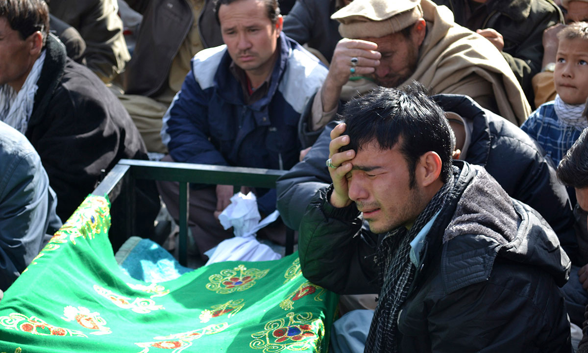 A Pakistani man, grieves next to the body of a relative, who was killed on Tuesday by a bomb blast, during a protest in Quetta, Pakistan, Wednesday, Jan. 22, 2014. – Photo by AP