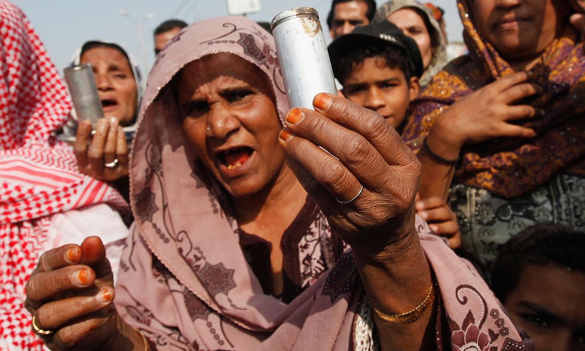 یاد رہے کہ واقعے سے ایک روز قبل ہی سندھ حکومت نے صوبے کے تقریبا 76 لاکھ بچوں کو پولیو ویکسین کے قطرے پلانے کے لیے انسدادِ پولیو مہم کا آغاز کیا تھا، جو جعمرات تک جاری رہنا تھی۔