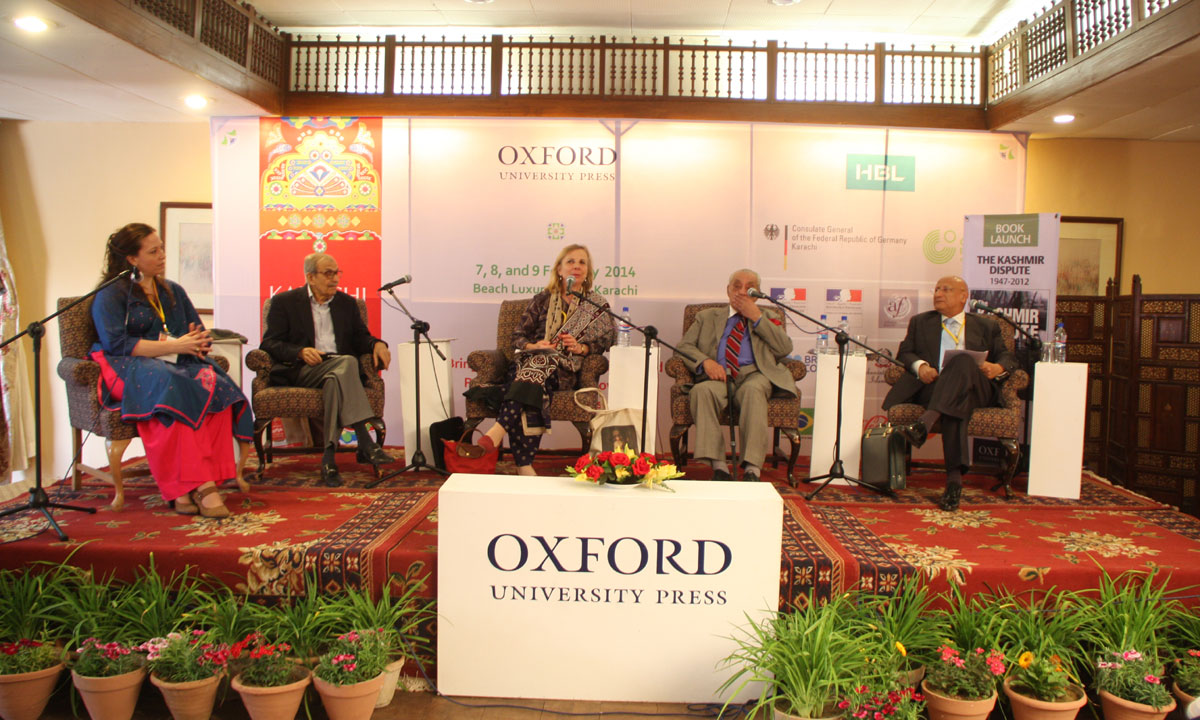 From (R to L) Zafar Hilaly (Former Diplomat), A.G. Noorani (Author), Victoria Schofield (moderator and acknowledged expert), Iqbal Akhund (Former Advisor on Foreign Affairs and National Security), Cabeiri deBergh Robinson. – Photo by Aliraza Khatri