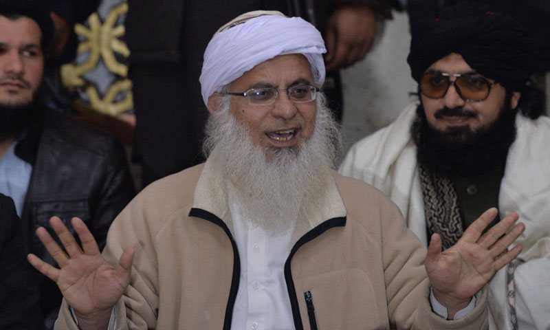 Tehreek-i-Taliban Pakistan (TTP) committee member Maulana Abdul Aziz (C) speaks at a press conference in Islamabad on Feb 7, 2014.—AFP Photo