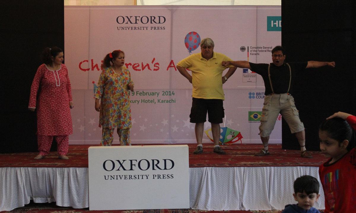 Choti Moti Tota aur S. M. Hamid. A play by Grips Theatre. – Photo by Muhammad Umar