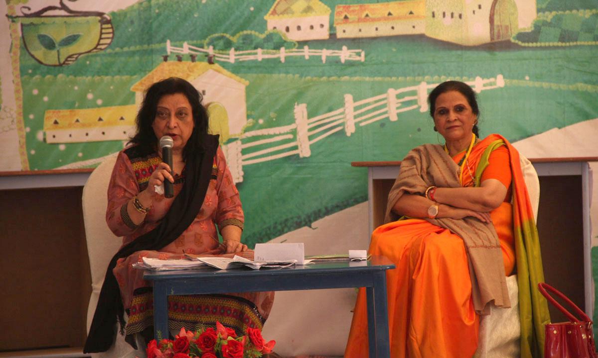 Moderator, Fahmida Riaz (L) with Amra Alam. – Photo by Aliraza Khatri