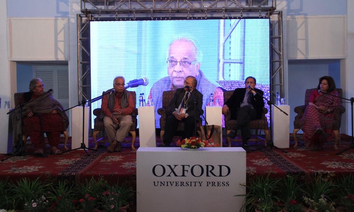 From L to R: Hamida Khuhro, Mushirul Hasan, Syed Jaffar Ahmed (moderator), Mubarak Ali and Ismat Riaz. – Photo by Aliraza Khatri