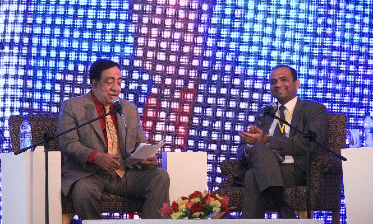 Ata ul Haq Qasmi (L) with Irfan Javed (moderator). – Photo by Aliraza Khatri