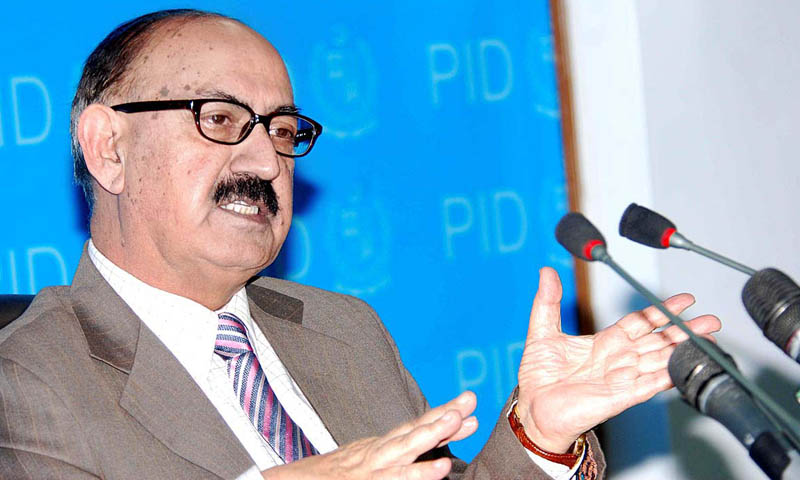 Special Assistant to Prime Minister on National Affairs Irfan Siddiqui addressing a press conference at PID. — Photo by APP